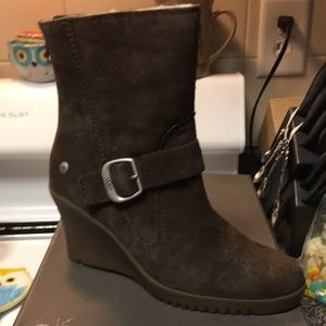 BRAND NEW GISSELLA UGG BOOTS SIZE 7